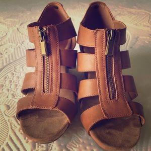 8.5 wedge zipper front sandals